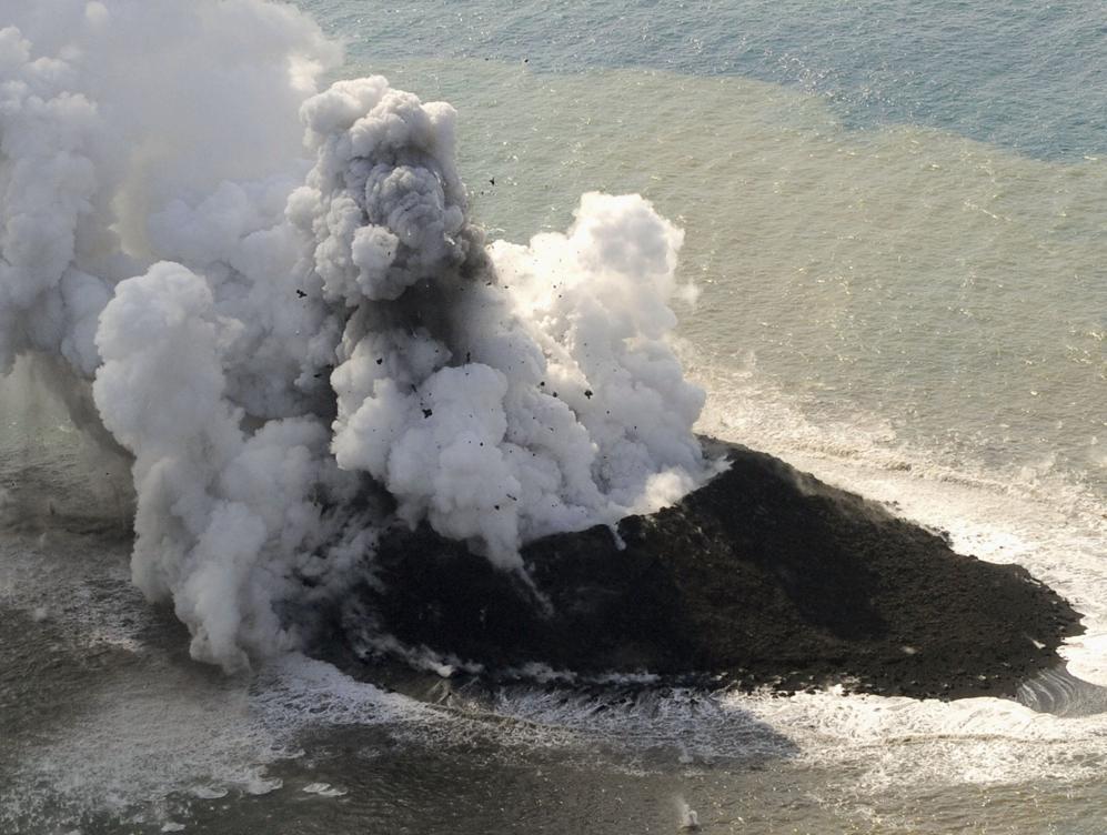 Japan_volcanic_island3