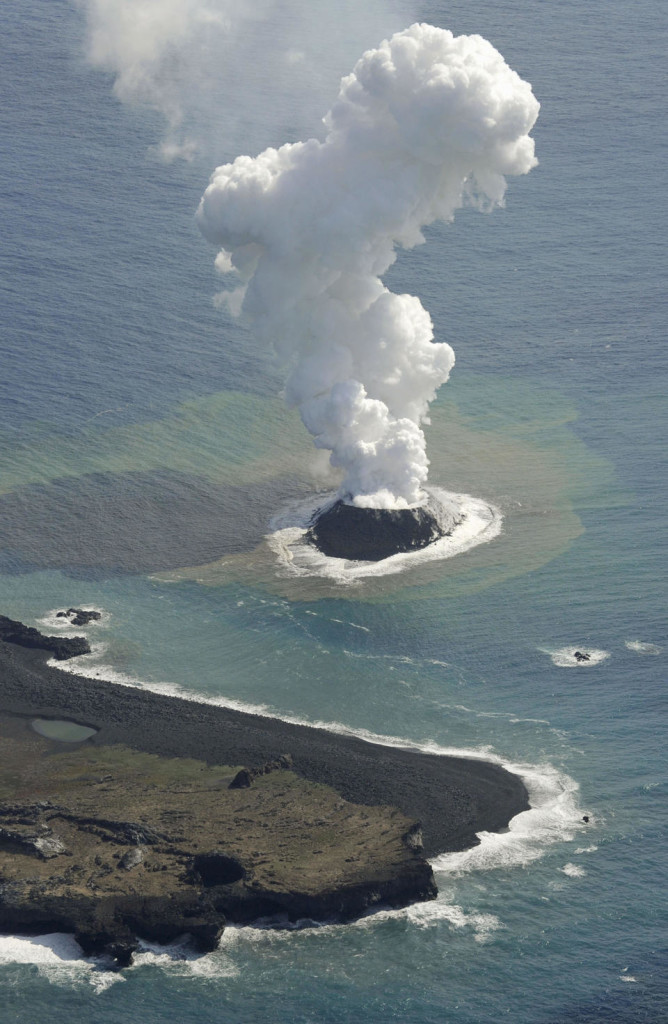 Japan_volcanic_island4